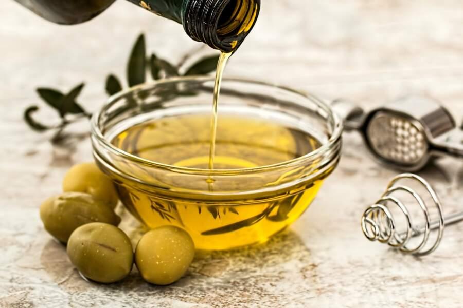 L'huile d'olive pour remédier aux taches d'eau sur le bois