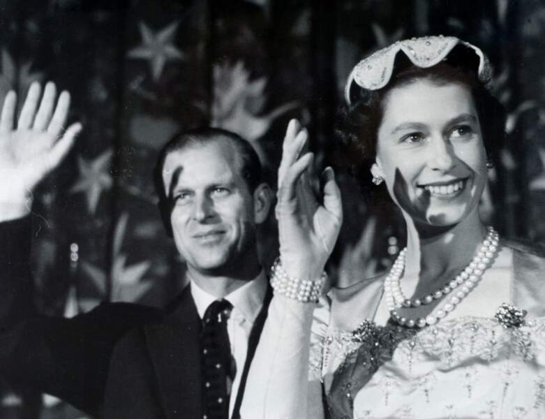 Ils sont photographiés à Washington en 1957, le Prince Philip a 36 ans