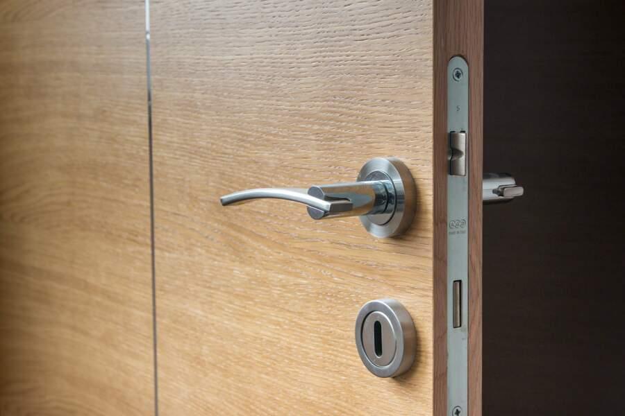 Comment bien nettoyer ses poignées de porte ?