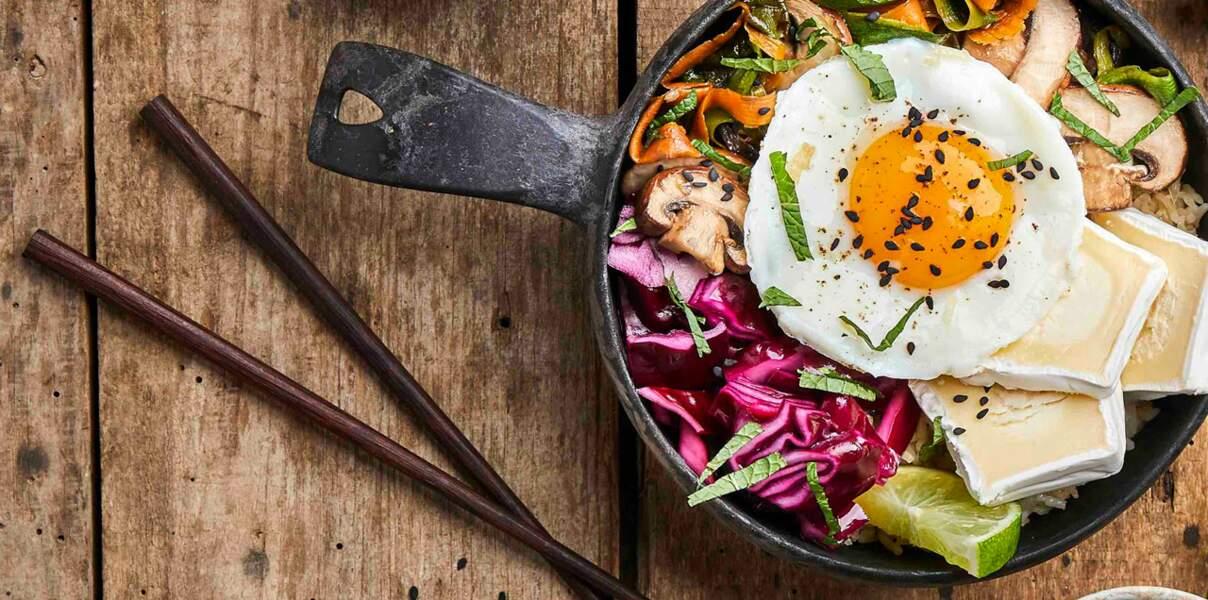 Bibimbap coréen végétarien aux restes de riz sauté