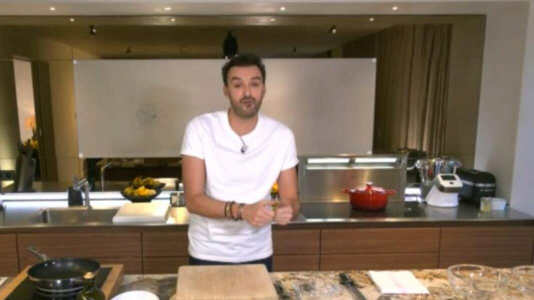 """""""Tous en cuisine"""" : la recette du poisson au four à l'huile d'olive, vierge de légumes de Cyril Lignac"""
