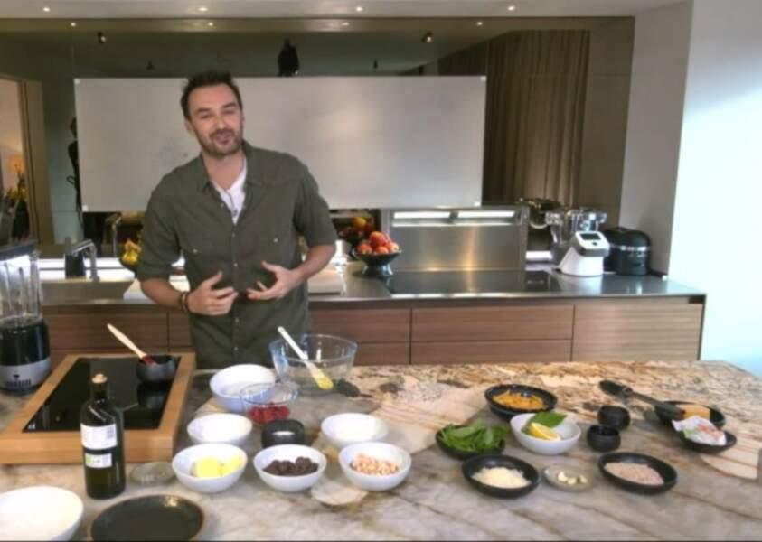 """""""Tous en cuisine"""" : la recette de l'ananas confit au four à la bergamotte de Cyril Lignac"""