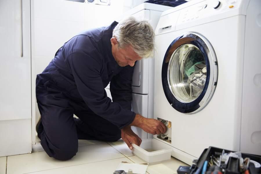 Confinement : les 3 choses à faire avant d'appeler un réparateur ou (pire) de jeter votre électroménager en panne