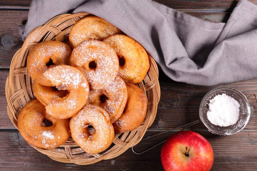 """""""Tous en cuisine"""" : la recette des beignets de pommes de Cyril Lignac"""