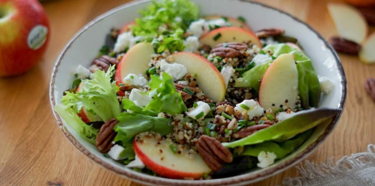 Salade croquante de quinoa, pomme Antarès®, feta et noix de pécan