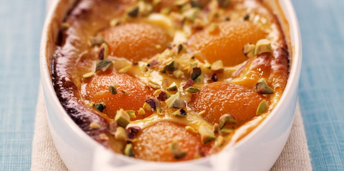 Clafoutis aux abricots secs, miel et verveine