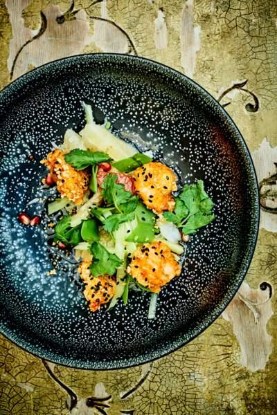 """""""Tous en cuisine"""" : la recette de la salade de crevettes croustillantes et crème épicée de Cyril Lignac"""