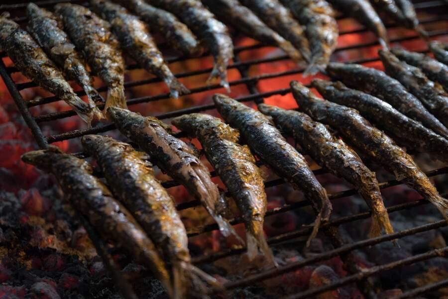 Comment réussir les sardines grillées au barbecue : nos recettes faciles