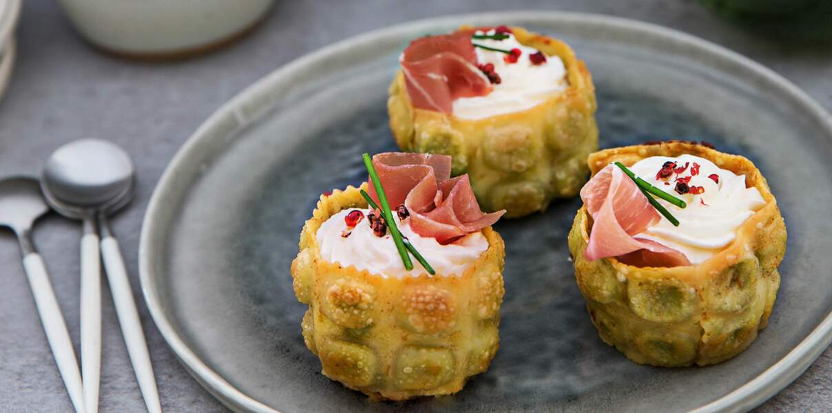 Cups de ravioles croustillantes jambon cru, fondue de poireau et chèvre