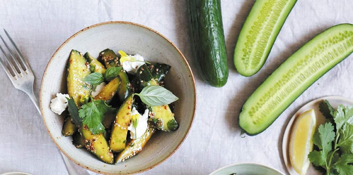 Salade de concombre de France au sésame, coriandre, menthe et chèvre frais
