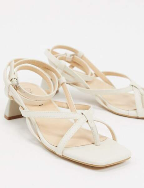 Sandales bout carré : crème avec un petit talon