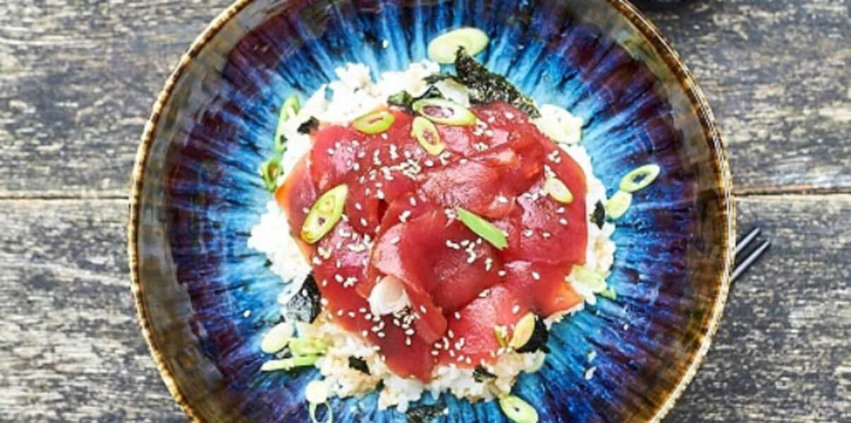 Bol de riz japonais au thon mariné