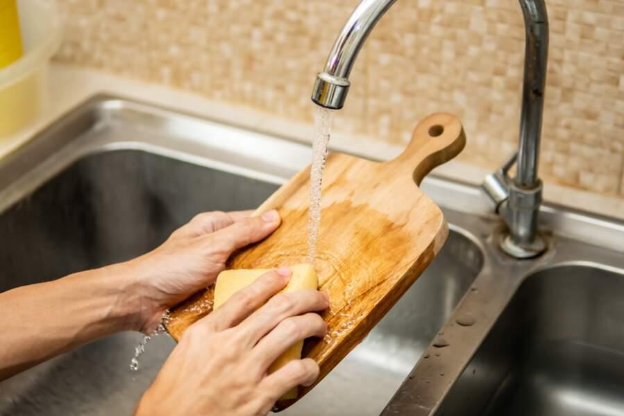 Comment nettoyer et entretenir une planche à découper en bois ?