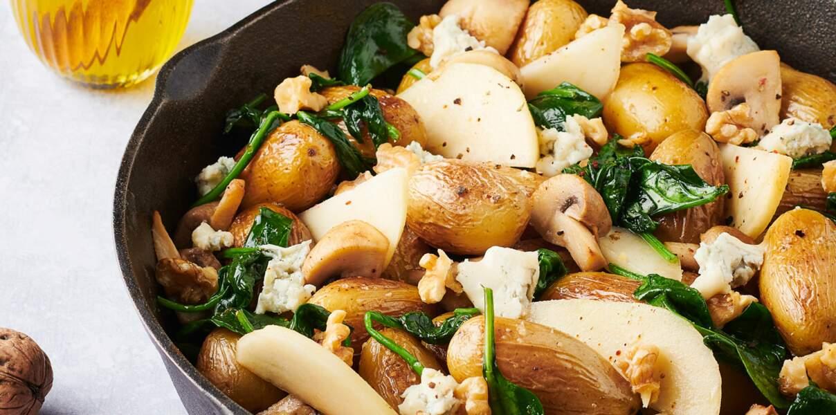 Poêlée pommes de terre, champignons, d'épinards, poires, gorgonzola et noix
