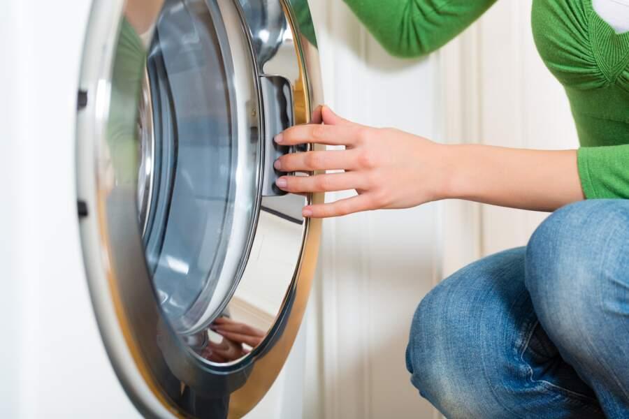 3 astuces pour débloquer facilement le hublot de la machine à laver