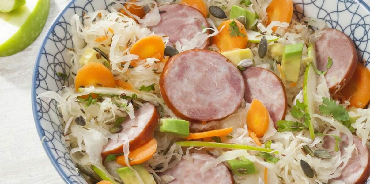 Salade de choucroute crue au saucisson à l'ail