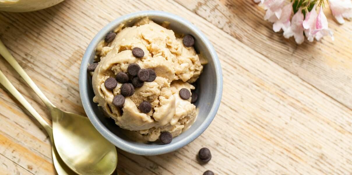 Glace beurre de cacahuètes et banane vegan