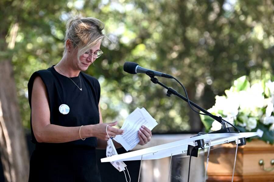 Virginie Hocq fond en larmes lors de son ultime adieu à Annie Cordy