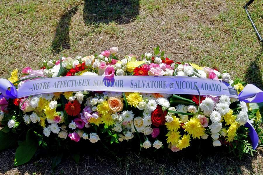 La gerbe de fleurs offerte par Salvatore et Nicole Adamo
