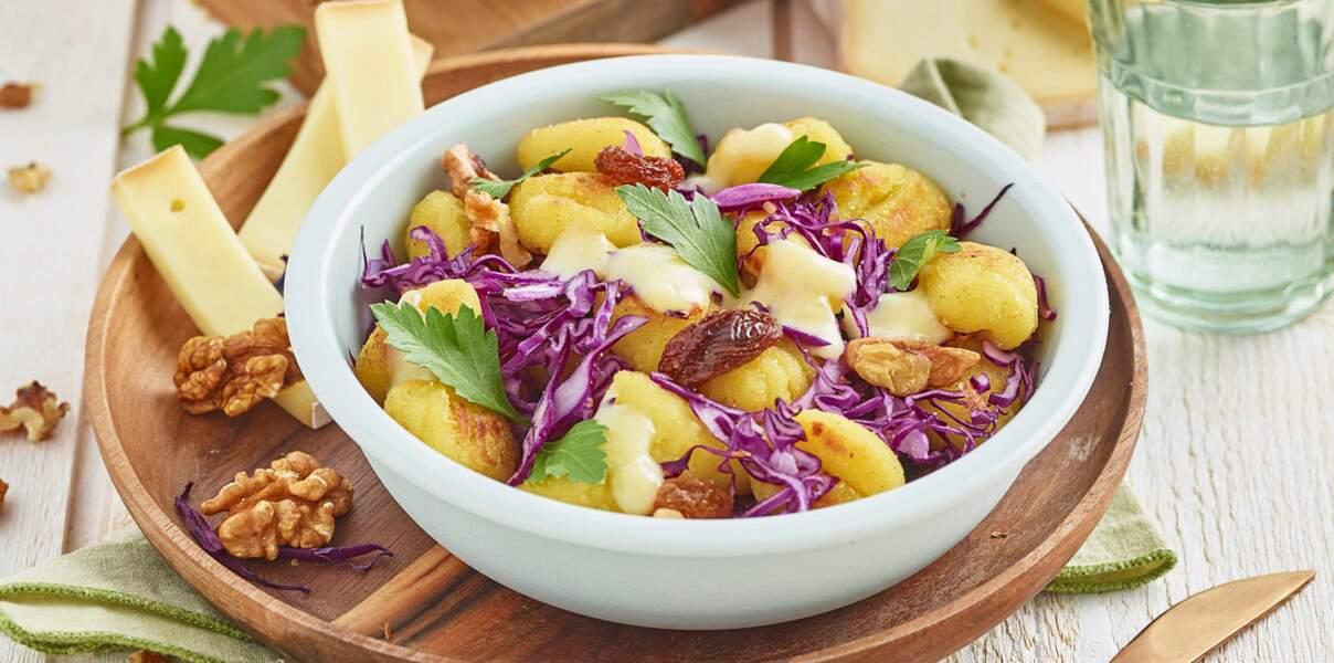 Gnocchis, chou rouge, noix et crème aillée à la raclette de Savoie