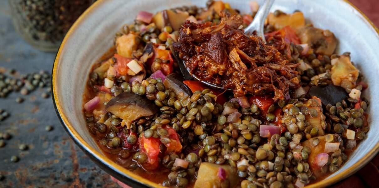 Cocotte de lentilles vertes aux aubergines et pulled pork