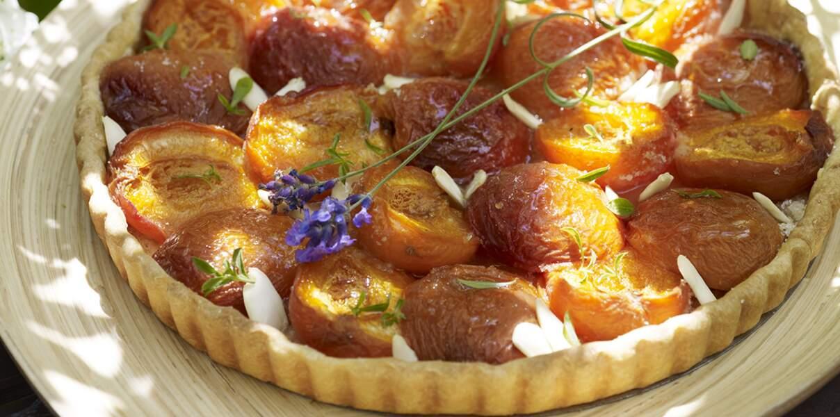 Tarte aux abricots et biscuits aux amandes