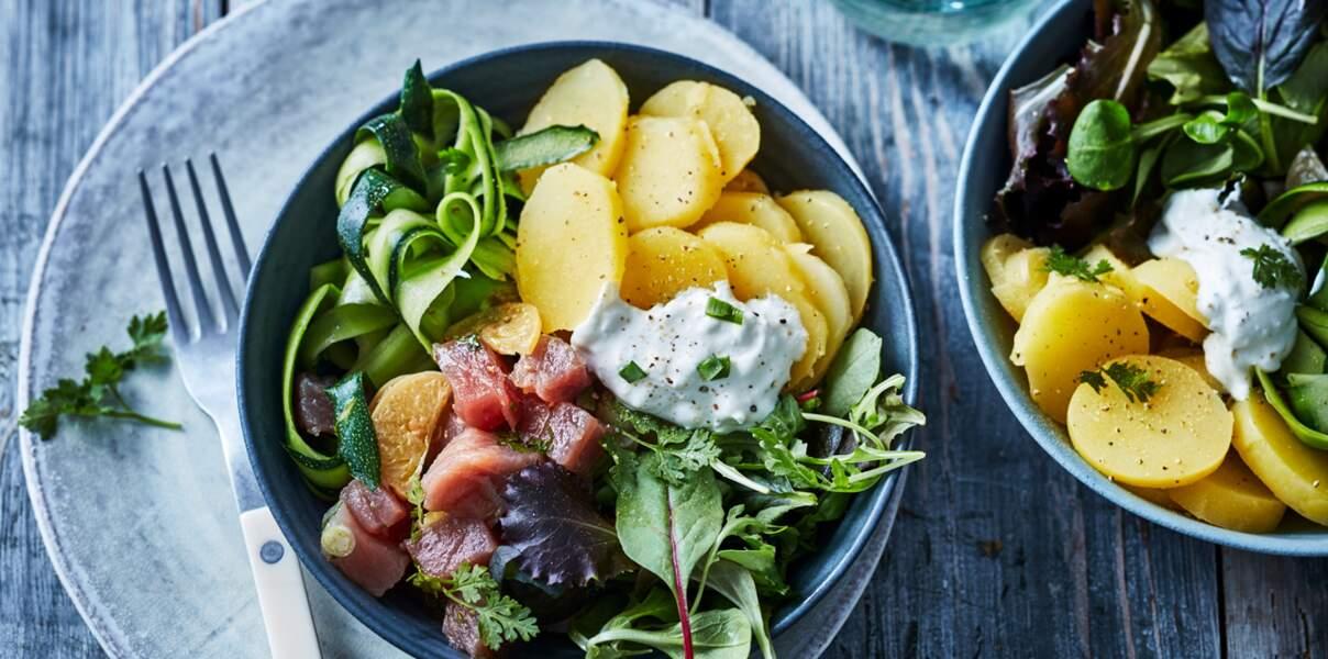 Poke bowl de pommes de terre et thon à la crème de feta