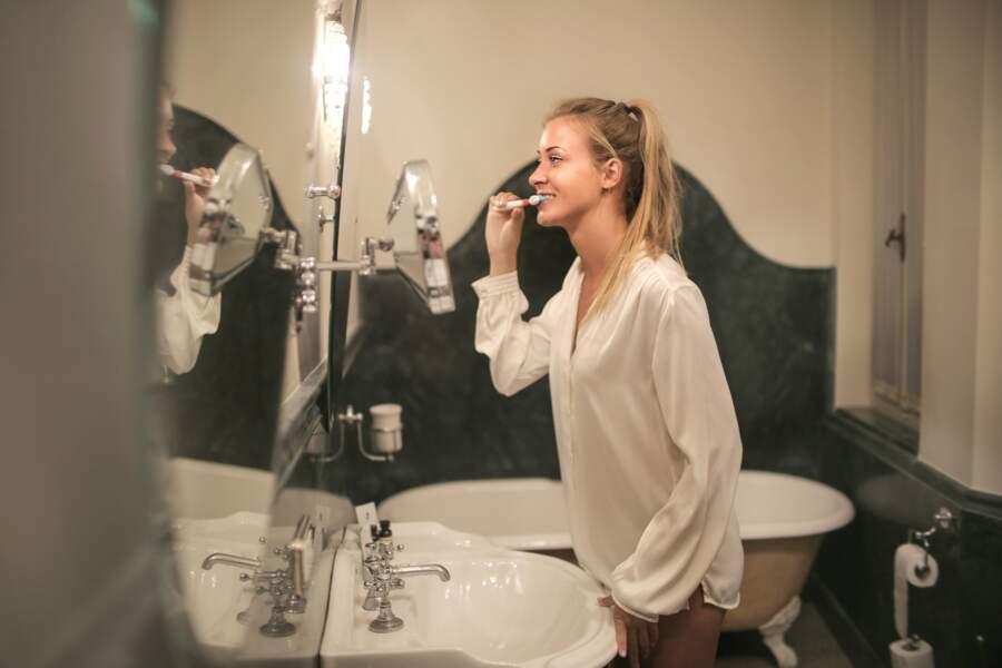 Se brosser les dents deux fois par jour