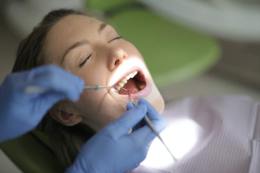 Aller régulièrement chez le dentiste