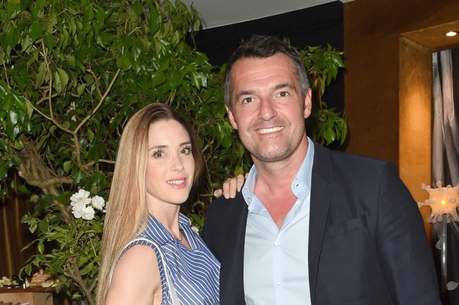 Entre Arnaud Ducret et sa compagne Claire Francisci, l'histoire d'amour n'a pas commencé par un coup de foudre instantané.