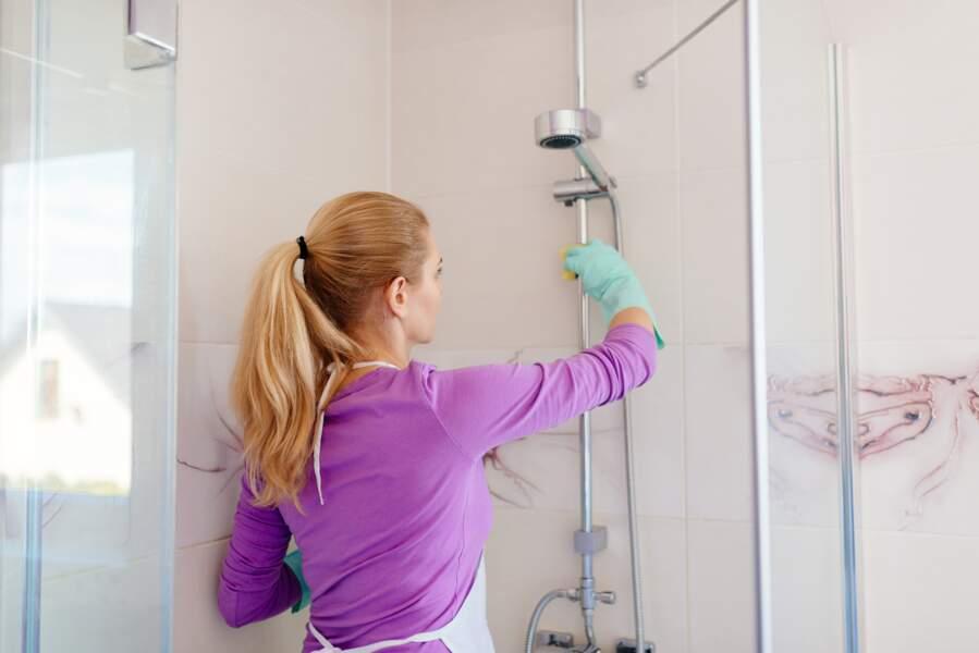 Comment nettoyer sa douche vite et bien ?