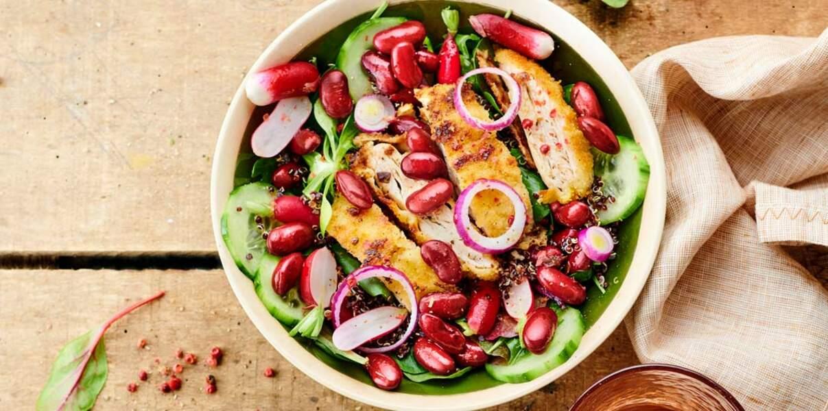 Salade de haricots rouges au quinoa noir et poulet pané à la poudre d'amande
