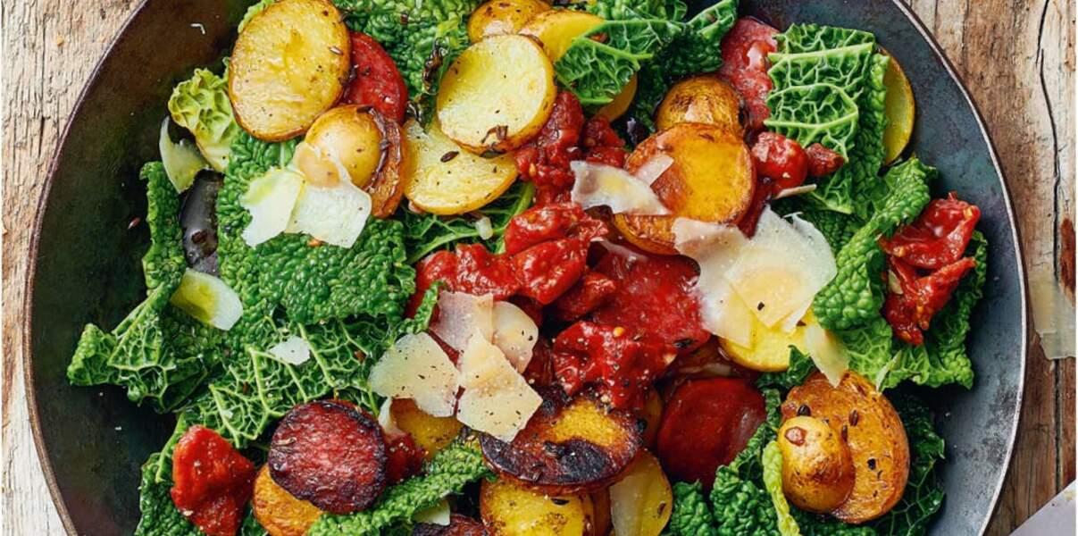 Poêlée de pommes de terre, chou frisé, chorizo et Sbrinz AOP