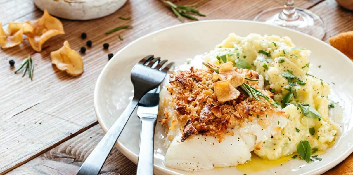 Cabillaud en croûte de chips de panais au miel et poivre & purée aux herbes