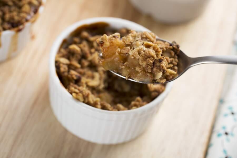 La délicieuse recette de crumble aux pommes de Cyril Lignac