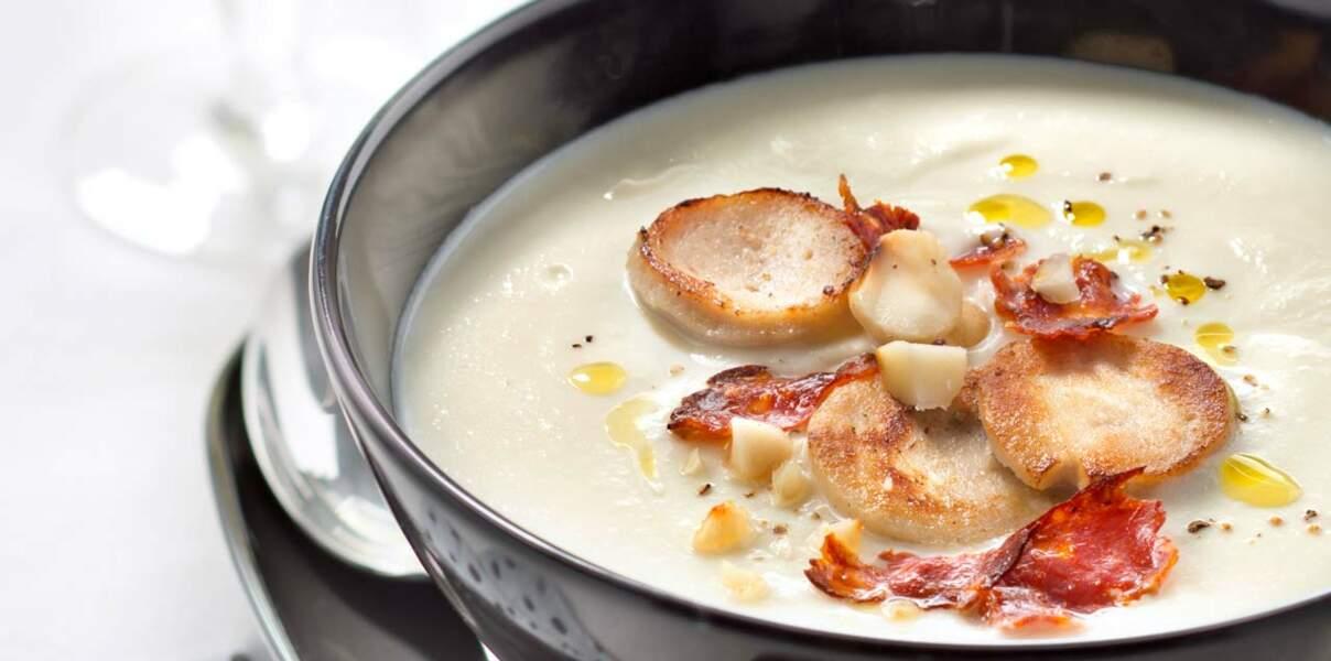 Crème de chou-fleur aux quenelles et chorizo