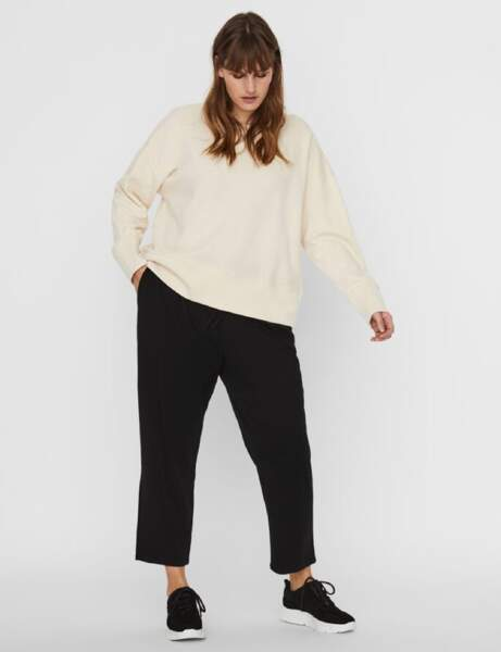 Mode ronde : le sweat blanc et le pantalon droit