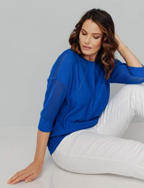 Mode ronde : le pull bleu et le jean blanc