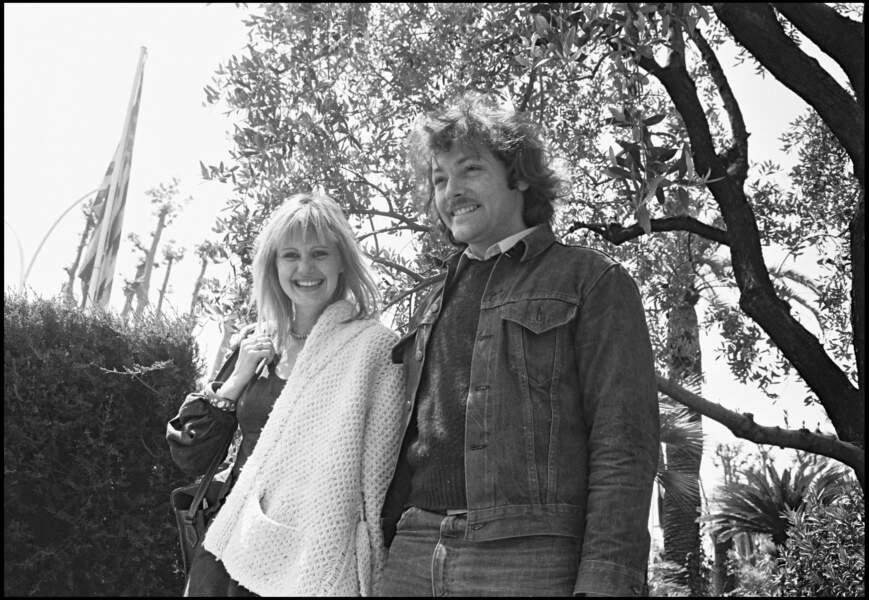 """C'est le coup de foudre. Elle quitte Coluche pour lui. Ensemble, aux côtés de Gérard Depardieu, ils tournent dans """"Les valseuses"""" de de Bertrand Blier. Le film sort en 1974."""
