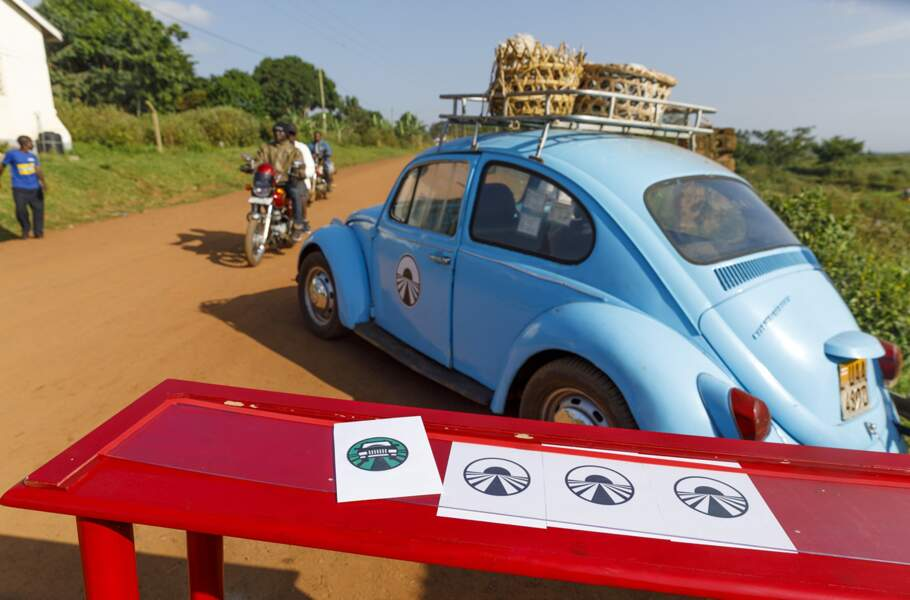 """Une nouveauté va pimenter l'épreuve : un avantage sera accordé à deux candidats, lors de la première étape, en Ouganda. Il s'agit de la """"voiture bonus"""". Il va permettre à un binôme de bénéficier d'une voiture avec un chauffeur pendant deux heures. De quoi gagner un temps précieux."""