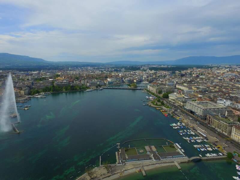 Les Bains des Pâquis dans la rade de Genève