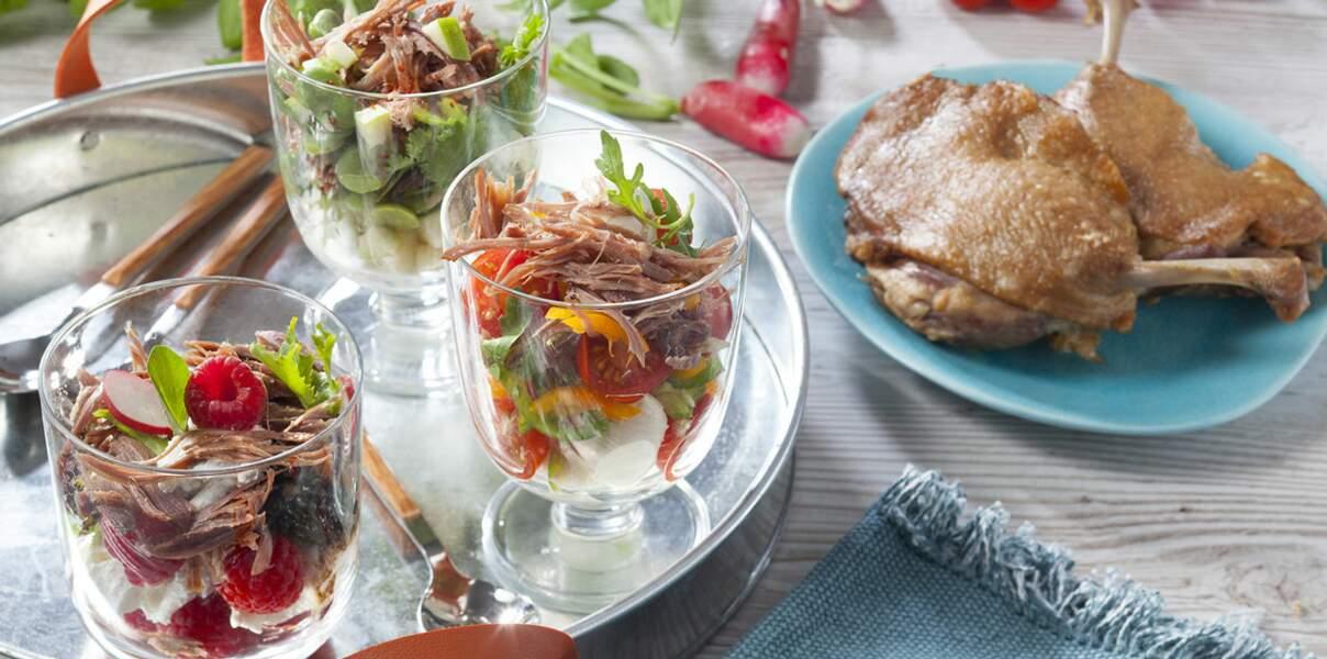 Verrines fraîcheur au confit de canard avec petits légumes, fruits d'été et chèvre frais
