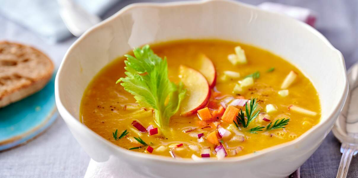 Soupe de céleri, pomme, carotte au gingembre