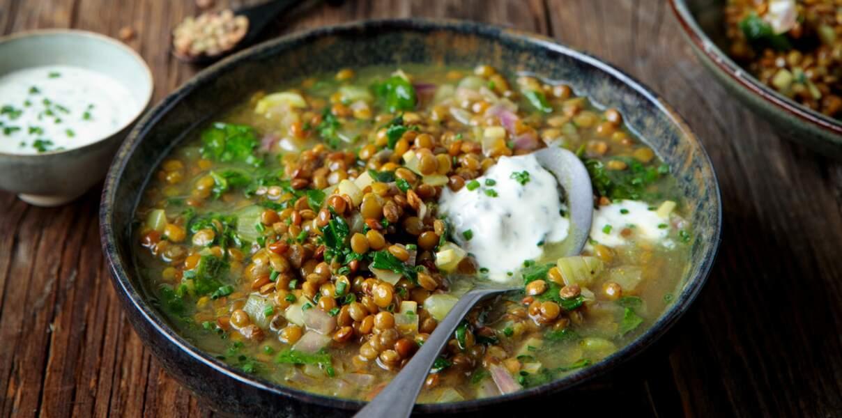 Soupe d'hiver aux lentilles et épinards