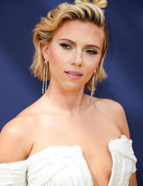 Le fard à paupières doré de Scarlett Johansson
