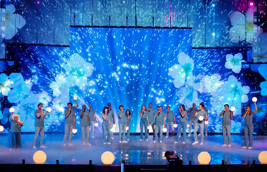 Ce spectacle diffusé sur TF1 sera en vente en CD et DVD dès le samedi 6 mars 2021 au profit des Restos du Cœur.