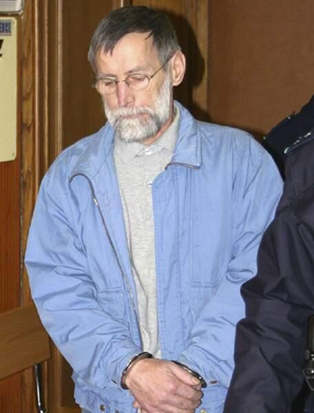 """Michel Fourniret (photo), surnommé """"L'ogre des Ardennes"""", avait été arrêté en Belgique, en juin 2003, pour une tentative d'enlèvement d'une fillette. Après plusieurs enquêtes, d'autres crimes lui sont imputés. Il est condamné, en 2008, à la réclusion criminelle à perpétuité pour sept meurtres. Il en a avoué d'autres encore pour lesquels des enquêtes sont en cours."""