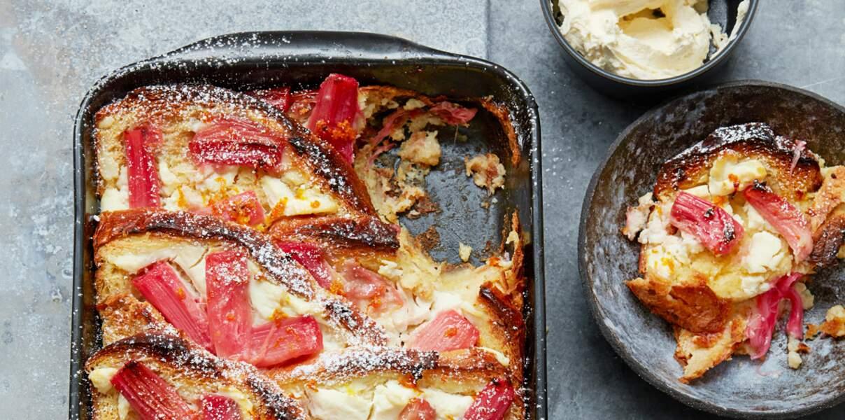 Pudding de pain perdu à la rhubarbe