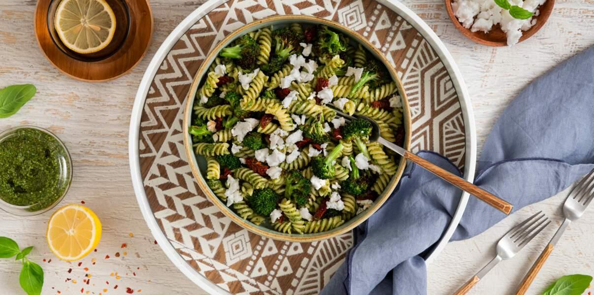 Salade de pâtes aux brocolis rôtis