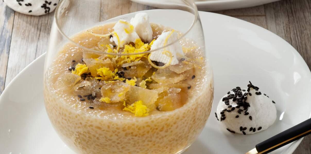 Crème dessert tapioca au lait d'amande, meringue citronnée et sésame noir